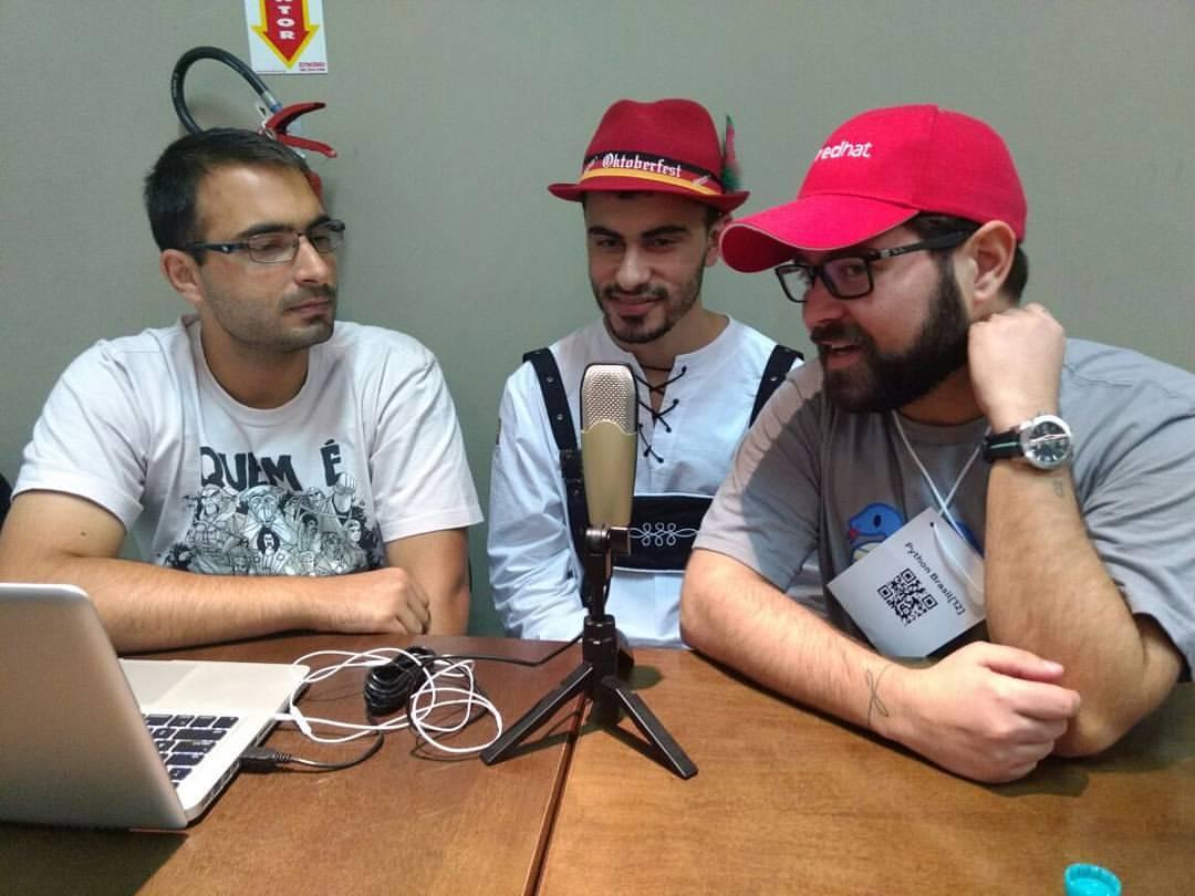 Bruno Rocha e Elyézer Rezende entrevistando o Mário Sergio