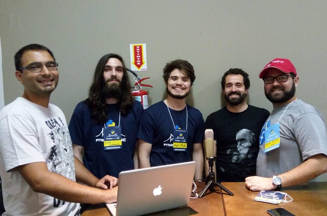 Elyézer e Bruno Rocha entrevistando a equipe da Operação Serenata de Amor